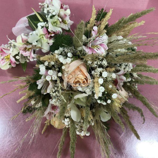 دسته گل فرمالیته و تاج سر عروس